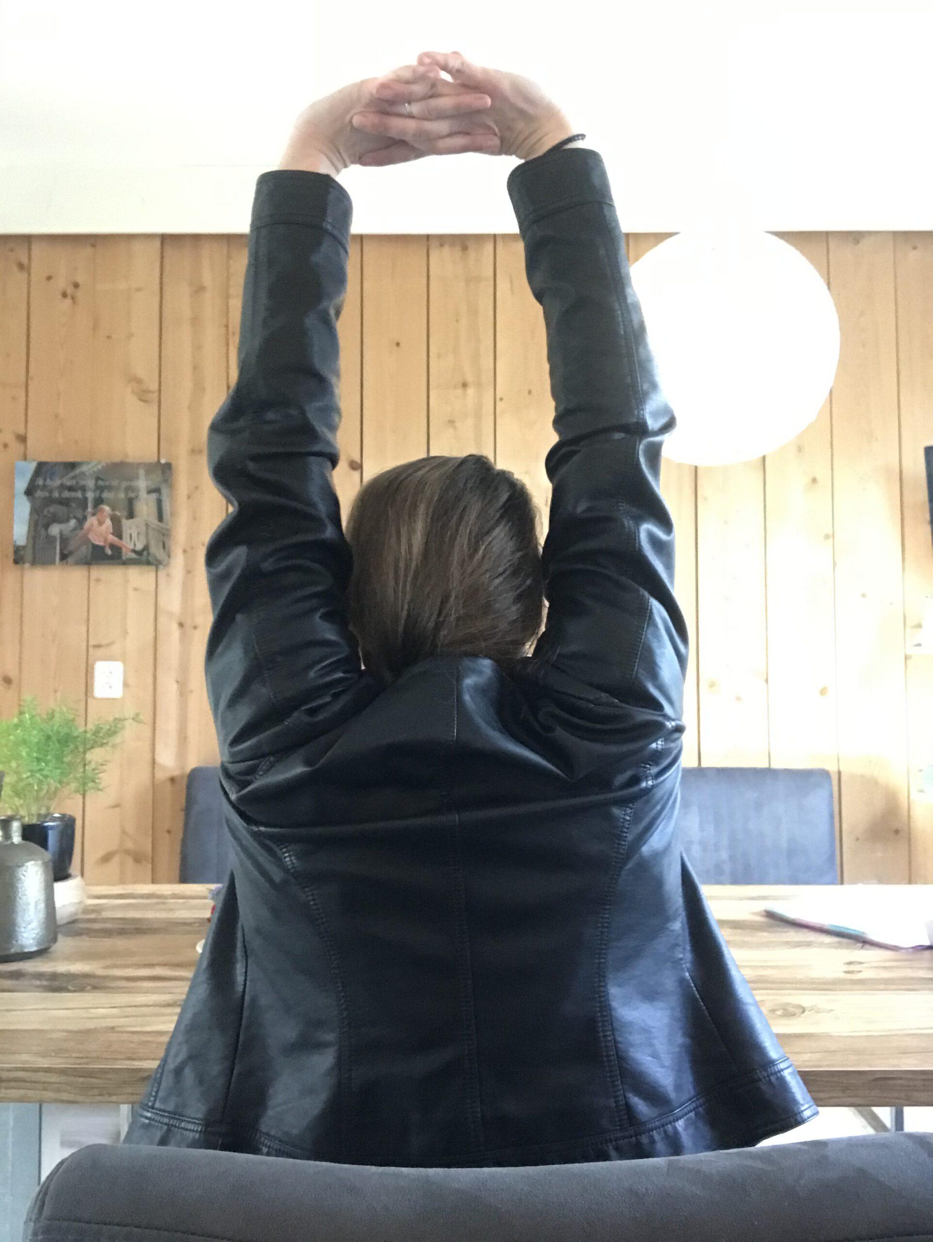 Shoulder stretch, oefeningen bureau